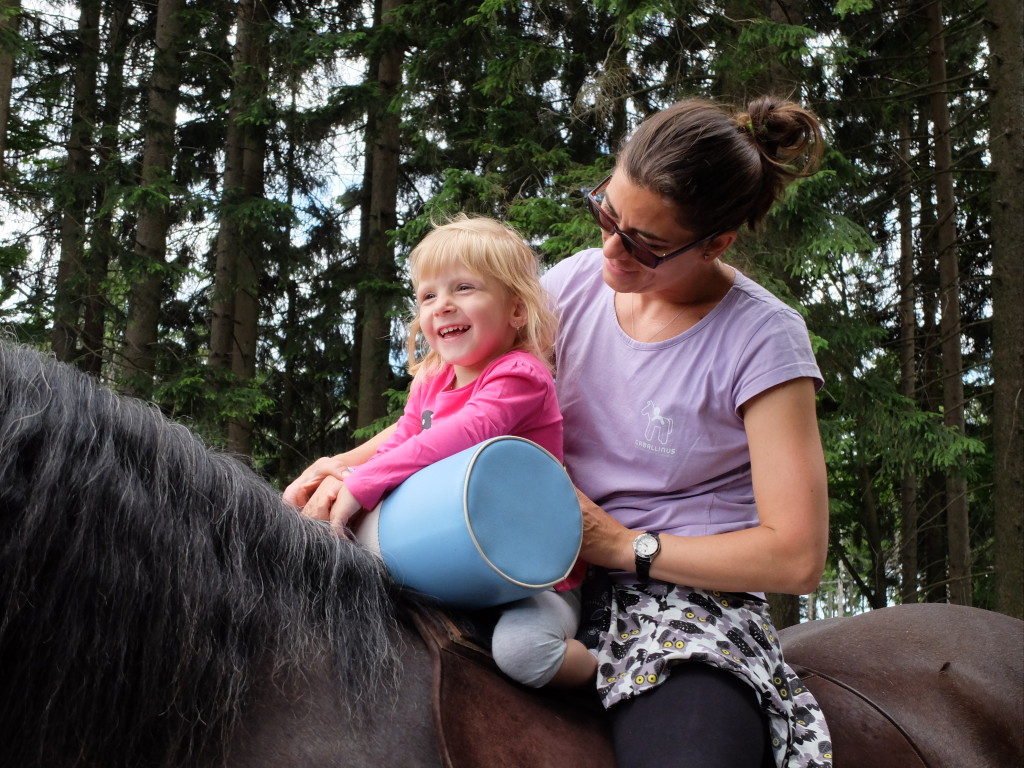 Hippotherapy with babies (1)